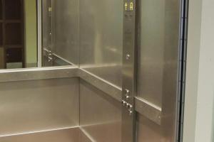 Photo Intérieur ascenseur public
